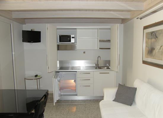 Bed breakfast via roma una stanza a casa tua for Angolo cottura ikea